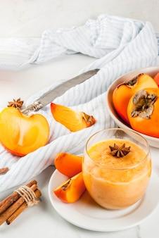 Herfst sweer dadelpruimfruit smoothie
