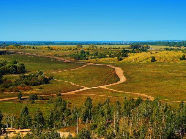 Herfst wegen op flatland gebiedszicht achtergrond