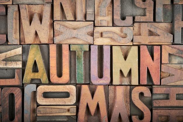Herfst woord in boekdruk blokken