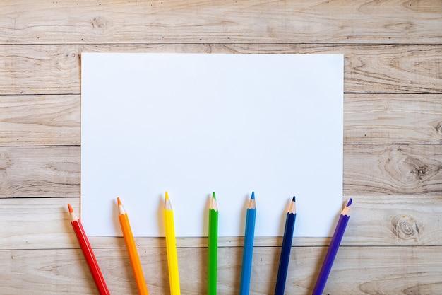 Herfstboeket potloden kopie ruimte blanc papier gekleurd kleurrijk