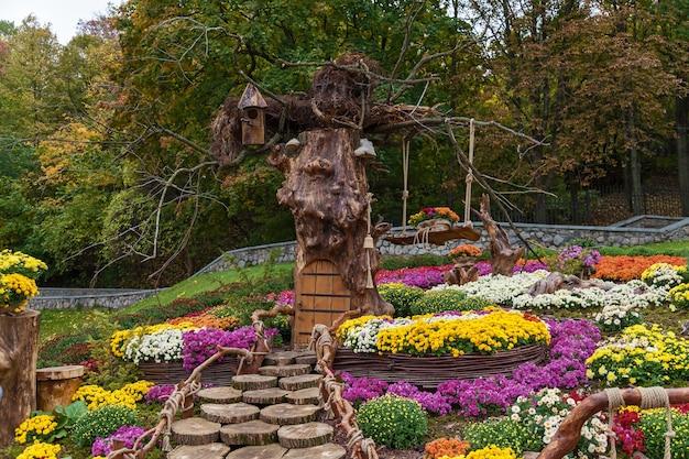 Herfstcomposities zijn gemaakt van chrysanthemum, autumn chrysanthemum exhibition in kiev