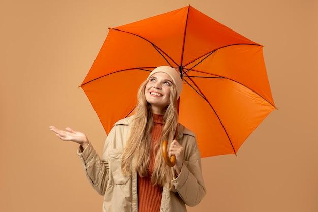 Herfstmens met paraplu