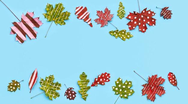Herfstsamenstelling van bladeren esdoorn met eiken beschilderd met wit gestreept en stippen
