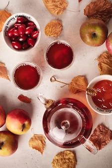 Herfstthee met veenbessen en appels