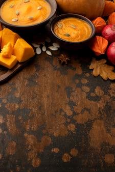 Herfstvoedsel soep en appels kopiëren ruimte