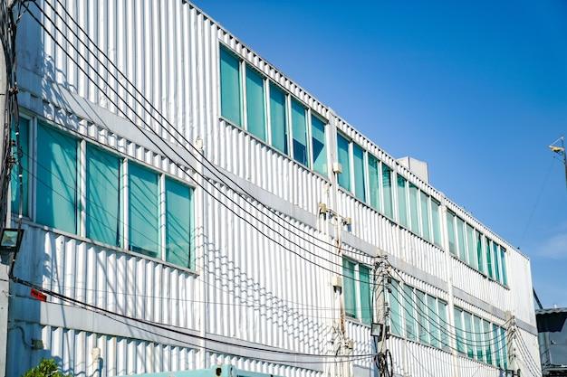 Hergebruik containermateriaal bouwen en transformeren naar kantoorruimte., bangkok, thailand.