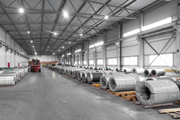 Hergebruik van aluminium, metaalverwerking in een moderne fabriek
