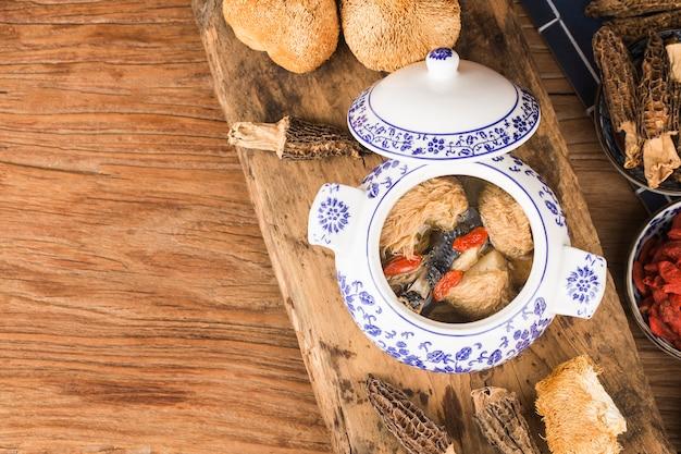 Hericium champignon zwarte kip stoofpot