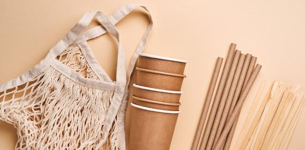 Hernieuwbare losse voorwerpen voor thuisgebruik, bamboe of papieren rietjes, wegwerpbekers en houten koffieroerdertjes