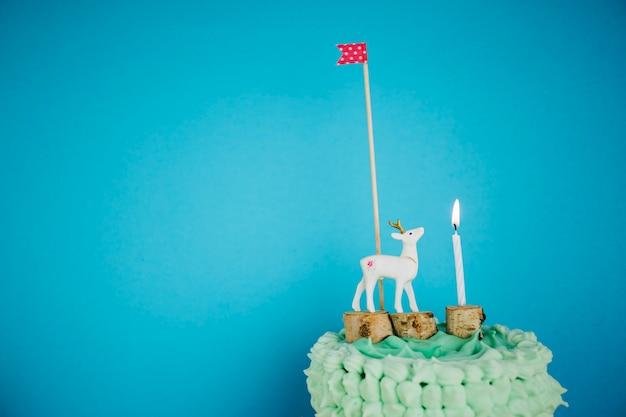 Hert, vlag en kaars op cake