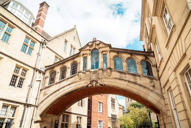 Hertford bridge bekend als de bridge of sighs, is een skyway die twee delen van hertford college, oxford, verenigd koninkrijk verbindt