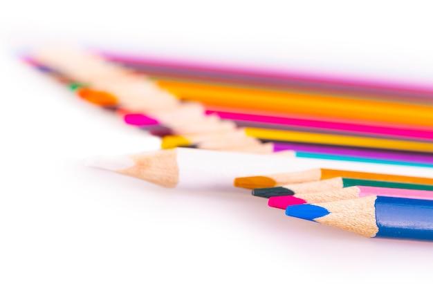 Het aantal kleurpotloden op wit