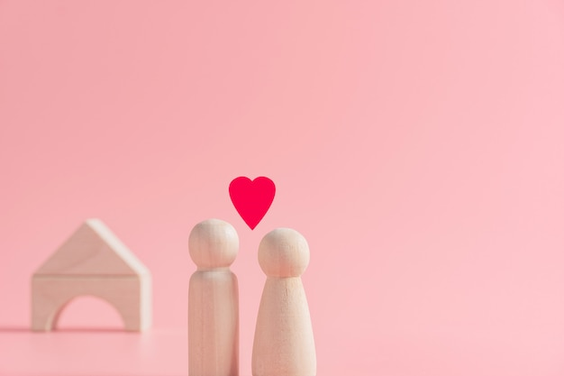 Het abstracte concept paarpaar en vrouw die liefde delen die zich samen met huis bevinden, plannen voor creeert familie, de dag van valentine