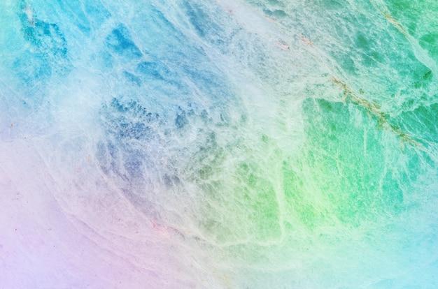 Het abstracte patroon van de close-upoppervlakte bij de kleurrijke marmeren geweven achtergrond van de steenmuur