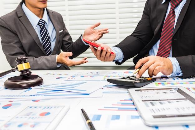 Het advies van advocaten en bankiers
