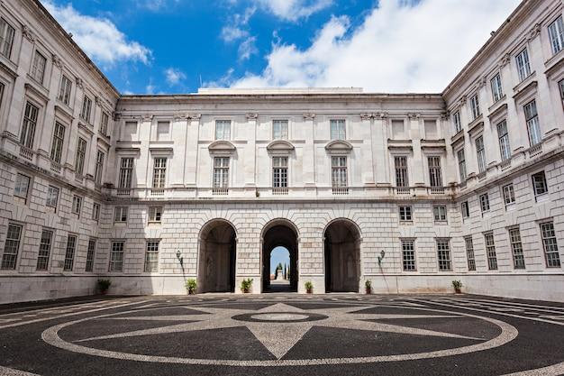 Het ajuda national palace is een neoklassiek monument in de burgerlijke parochie van ajuda in lissabon, portugal