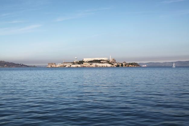 Het alcatrazeiland in sanfrancisco, californië, de vs