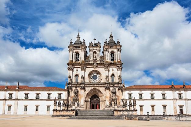 Het alcobaca-klooster is een middeleeuws rooms-katholiek klooster in alcobaca, portugal