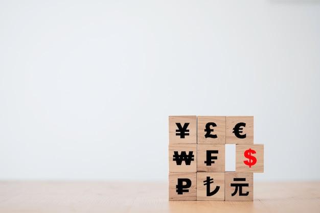Het amerikaanse dollarteken verschuift van het teken van de renminbi yuan yen euro en het britse pond