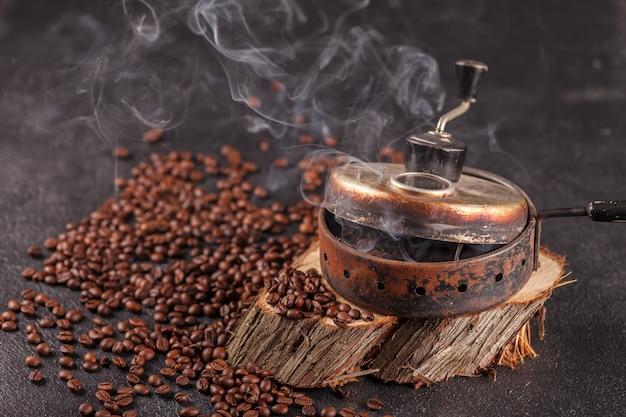 Het apparaat voor het branden van koffiebonen
