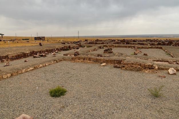Het architectonische en archeologische complex akyrtas. kazachstan.