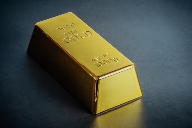 Het baar passement van de goudstaaf op blauw