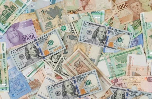 Het bedrijfs en financiële concept op stapel van geldvlakte als achtergrond lag.