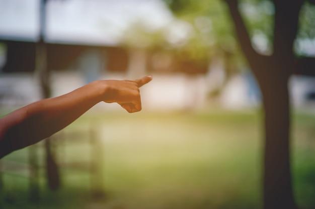 Het beeld van de hand toont de volgorde. concept van indicatie