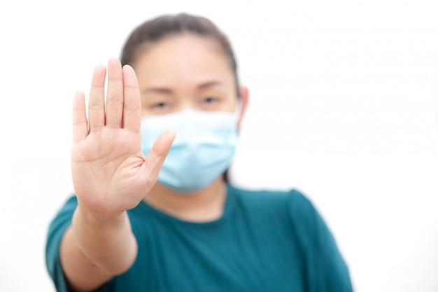 Het beeldgezicht van een jonge aziatische vrouw en familie die een masker dragen om ziektekiemen, giftige dampen en stof te voorkomen. preventie van bacteriële infectie corona-virus of covid 19