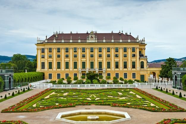 Het beroemde paleis schonbrunn in wenen, oostenrijk