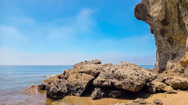 Het beroemdste strand van monsul in het natuurpark, geërodeerde lavaformaties eromheen, fijn zand en kristalhelder water