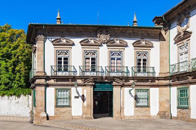 Het biscainhos museum is gevestigd in het gelijknamige paleis in braga, portugal