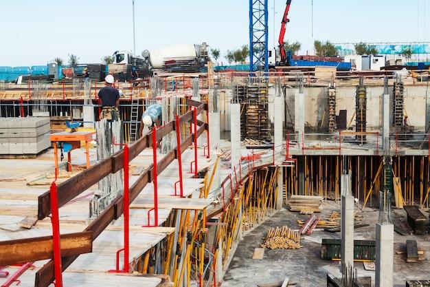 Het bouwen van een nieuw betonhuis