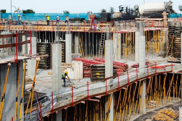 Het bouwen van nieuwe betonnen huizen