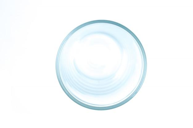 Het bovenaanzicht van het glas. geïsoleerde witte achtergrond.