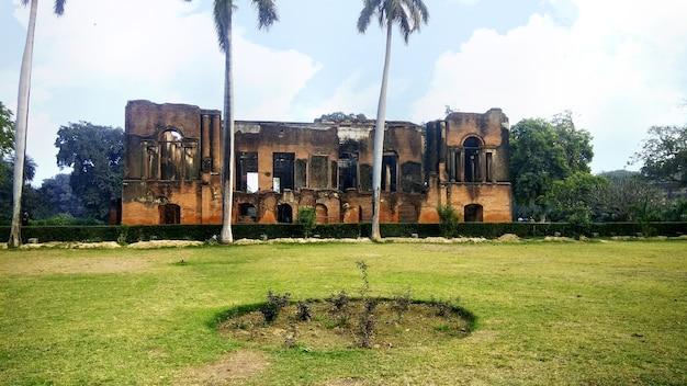 Het britse residentiecomplex in de stad lucknow, india.
