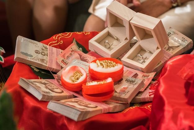 Het bruidsschathuwelijk in het thaise traditionele huwelijk, thai engagement.