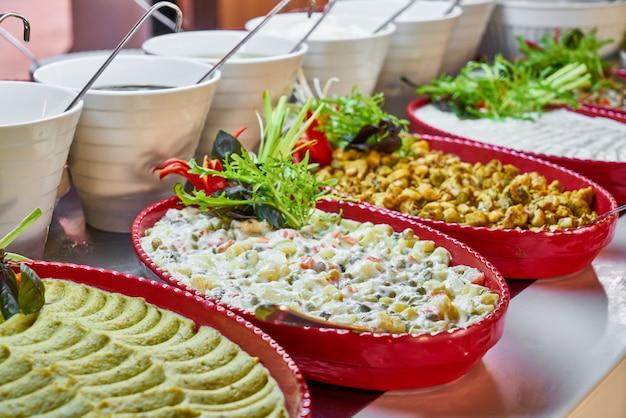 Het buffetvoedsel van de catering in luxerestaurant