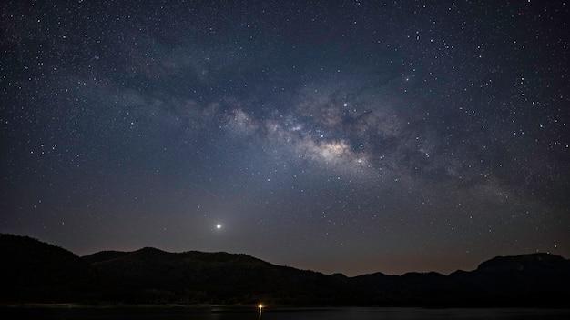 Het centrum van het melkwegstelsel met veel deepskyobjects, bijv. lagoon pipe nebula rho ophiuchi an