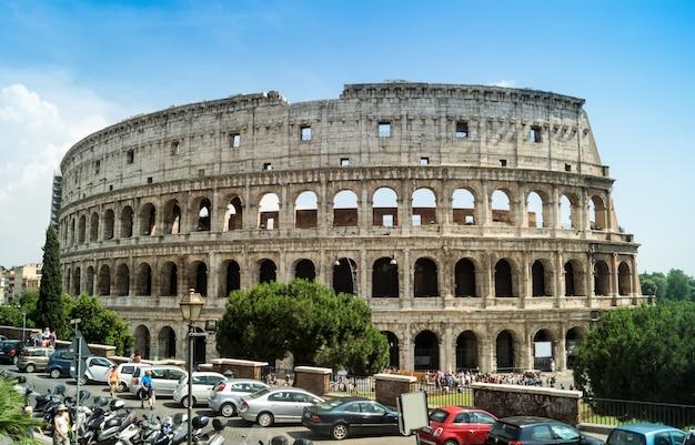 Het colosseum, het wereldberoemde oriëntatiepunt in rome