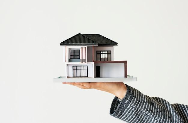 Het concept van de huislening dat op witte achtergrond wordt geïsoleerd