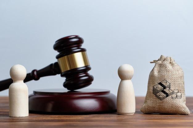 Het concept van de inbeslagname van een deel van het bezit door de vrouw van de echtgenoot via de rechtbank