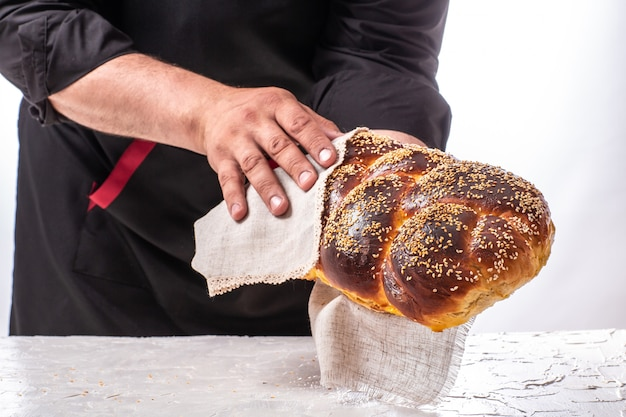 Het concept van de oosterse keuken israel homemade joodse traditionele challah brood