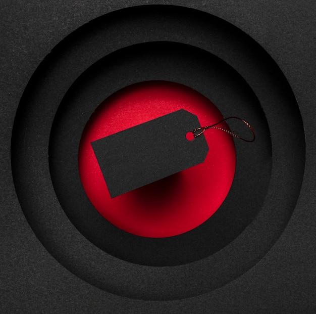 Het concept van de prijskaartjesverkoop op rode en zwarte achtergrond