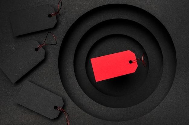 Het concept van de prijskaartjesverkoop op zwarte achtergrond