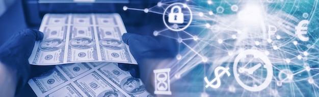 Het concept van de wereldwijde economische crisis. illegale productie van amerikaanse dollars. ondergronds geld printen. honderd-dollarbiljetten afdrukken door een crimineel.