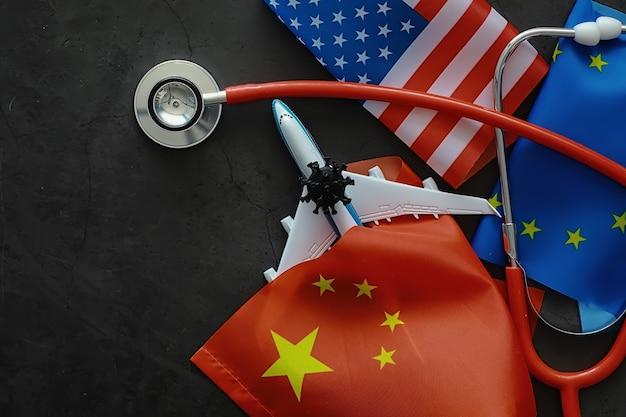 Het concept van de wereldwijde pandemie van het coronavirus. geografie van het virus. moderne infrastructuur voor de verspreiding van de ziekte. geïnfecteerde toeristen zijn teruggekeerd. china vlag virusmodel en verspreiding.
