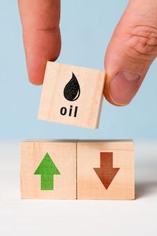 Het concept van dynamiek om de oliekosten te verlagen en te verhogen.