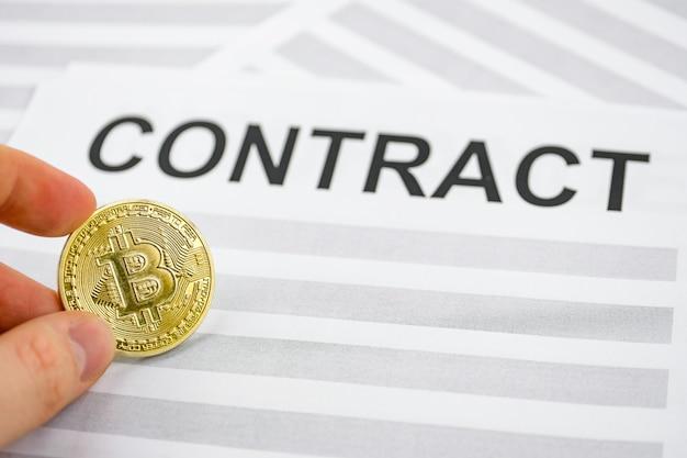 Het concept van een contract voor de aankoop van cryptocurrency.