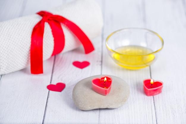Het concept van een spa op valentijnsdag. ontspanning en wellness. bad procedure